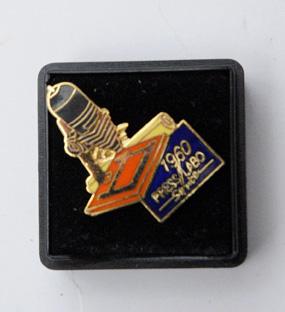 Press labo service Pin's 1960
