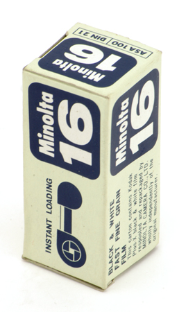 Minolta Pellicule noir & blanc 100 ASA en chargeur 16 mm